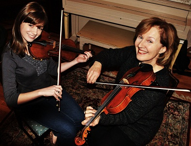 Laurel Martin and her apprentice Natalya Kay Trudeau, County Clare style fiddling, 2010; Westford, Massachusetts; Photography by Maggie Holtzberg