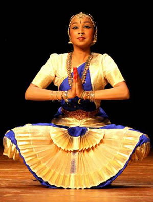 Apprentice Amudha Pazhanisamy performing, Bharatanatyam dance, ; Burlington, Massachusetts;