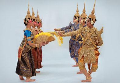 ปักพินโดย Stephanie Sam ใน Cambodian Dance (Robam) ในปี 2020