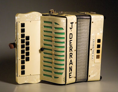 how to play a button box accordion